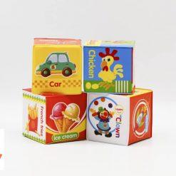 Set 4 cuburi moi pentru bebe zornaitoare